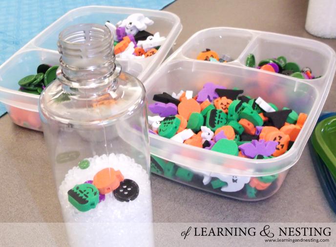 "Easy Halloween Sensory Bottles (aka ""I Spy"" bottles) for Babies and Toddlers!"